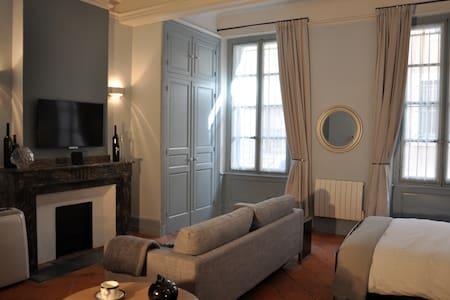 Suite Voltaire, boutique luxury.