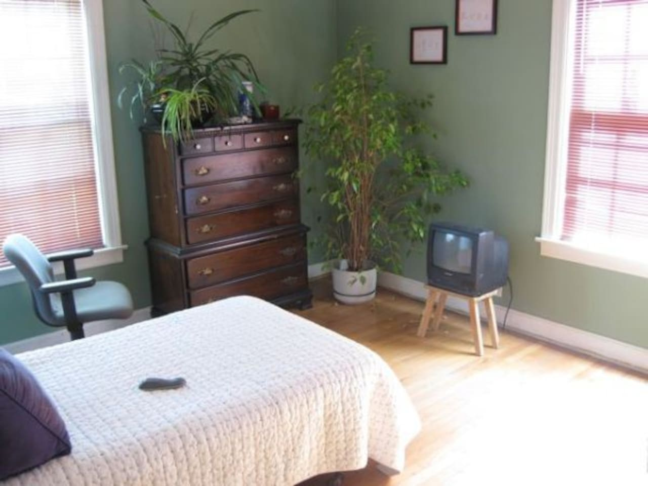 Quaint, private room.  perfect for short or long term stay.  very comfy bed with memory foam topper.