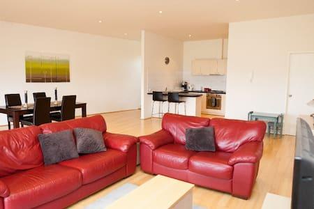 Modern Spacious Apartment - Apartamento