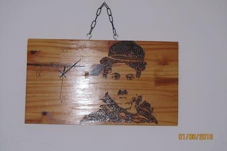 Chambre d'hôte Charly Chaplin dans vallée du Tarn - Guesthouse