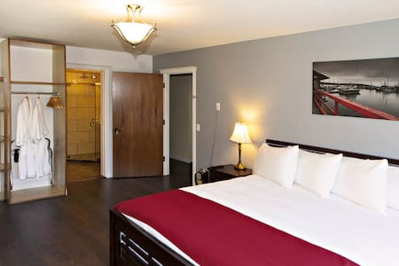 Room 3 - Port Hardy - Bed & Breakfast