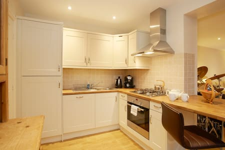 Converted coachhouse near to HIC. - Harrogate - Apartment