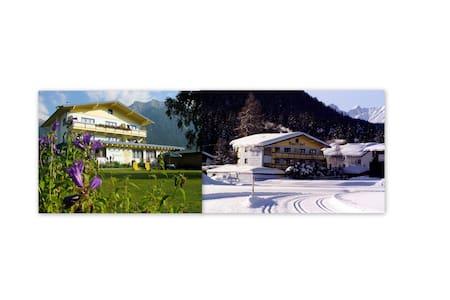 Apartment in den Tiroler Bergen - Lakás