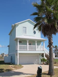 2BR/2BA Beautiful House with Ocean  - Hus