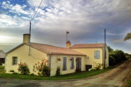 Beautiful French Farmhouse near sea - Angles - Talo