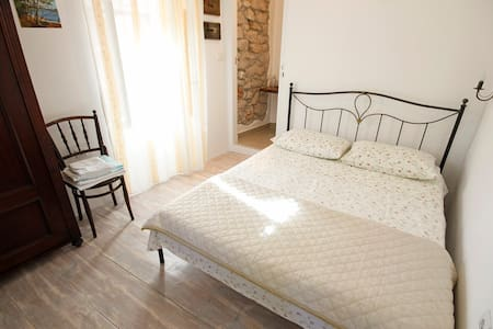 NEW room, decorated in old style - Mali Losinj - House