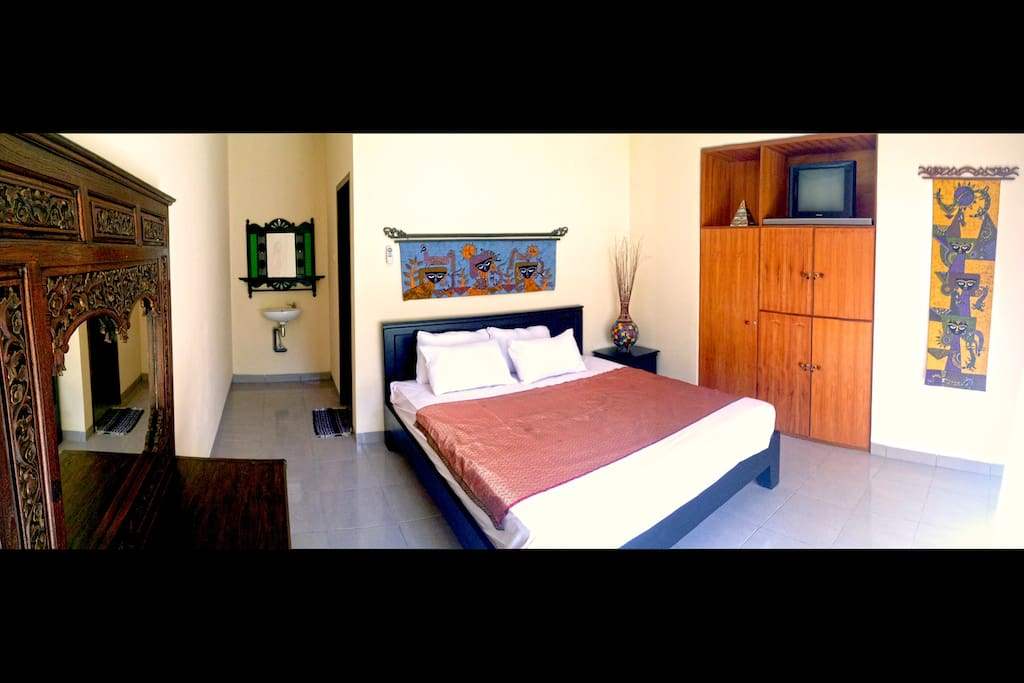Tastefully decorated bedrooms with Kingsize bed. Option of TV + DVD or Wireless music system.