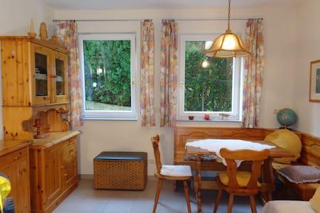 Zimmer (WC/DU) 24m², Nähe Linz (15km) - Maison