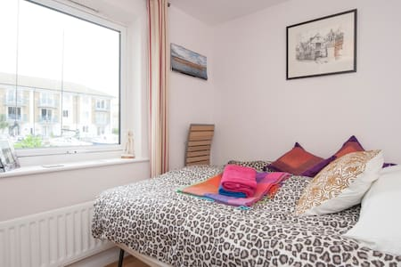 Quiet double room Brighton Marina - Bed & Breakfast