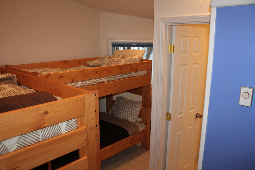 4 bunkbeds with nova foam matresses. Sheets/towels/soap/shampoo included
