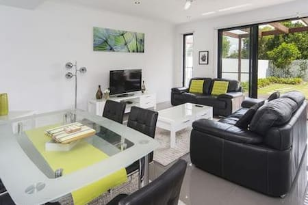 Town House Villa 3 bedrooms modern facilities - Hollywell - Villa