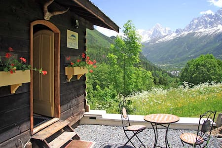 Mazot Jaune: a cosy cabin for two
