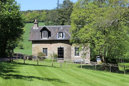 Beautiful Cottage, nr St Andrews - House