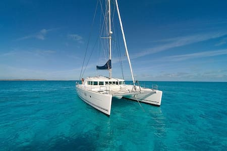 Sail Belize on Satori, a 50ft Lagoon 500 Catamaran - Belize City