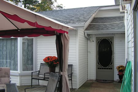 Utica Guest House - Port Perry - Inny
