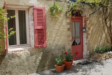 Cozy room, private terrace in Provencal village - Dům