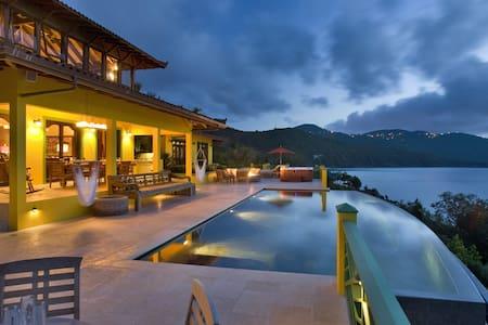 Balinese Inspired Oceanfront Villa - East End - Ház
