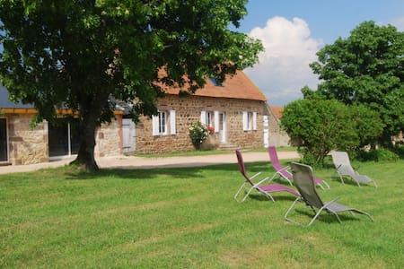 Gîte des Chambauds : Calme Nature Espace Détente - Le Donjon