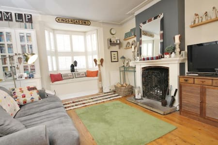 2 Bedroom (Entire) House with Garden - Englefield Green - Casa