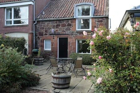Spacious mews-style cottage - East Linton - House