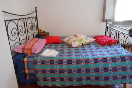 stanza con letto matrimoniale - Bologna - Apartment