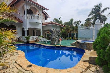 Negombo Beach Villa Double Room (Red) - Negombo