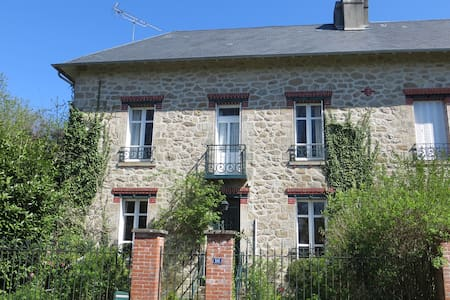 Charming and spacious country house - Peyrat-le-Château