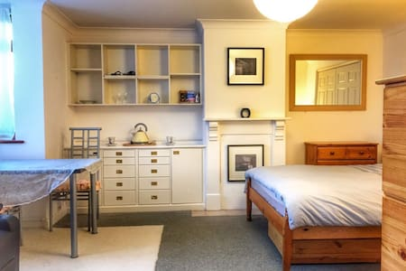Large double en-suit,self catering - House
