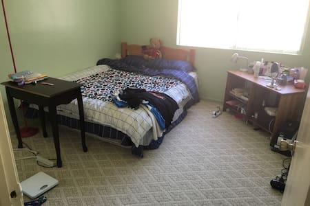 温馨舒适安静的房间行动便利 - 連棟住宅