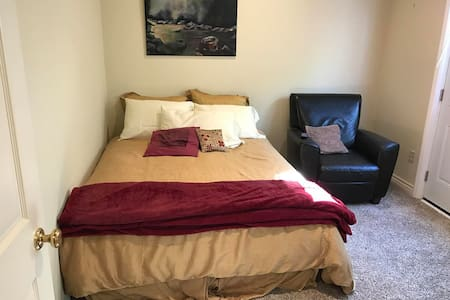 Quiet, Clean, Private Bedroom + Bathroom - Los Angeles - Huis
