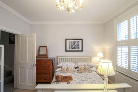 Light & airy room in lovely Kew, close to tube. - Richmond