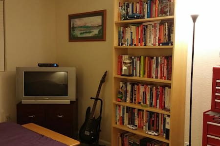 Nice Room, Close to Everything - Kirkland - Apartment