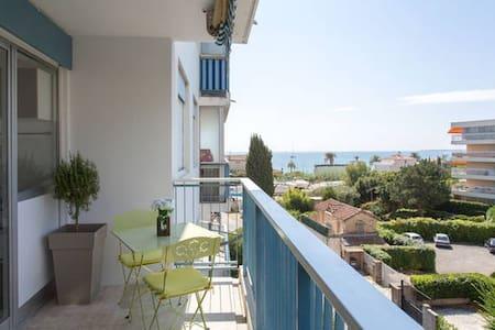 Grand studio terrasse et vue mer - Vallauris - Apartment