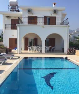Sea Front Villa-A beautiful 3 bedroom villa - Villa