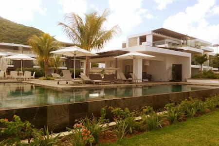 Latitude Luxury Beach Apartment - Black River - Apartment