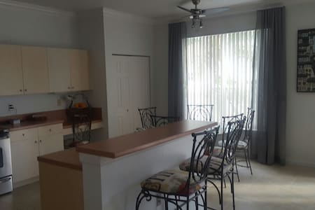 4 bedroom 2 bathroom house in Miramar, close to main highways that lead to Orlando or The Keys. 20 mins from Sawgrass, Dolphin,Pembroke,etc malls. You can relax at pool by the lake. Driveway for cars, laundry. 20mins from Miami and Ft Laude airport
