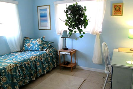 "The ""Blue Room"" offers a peaceful setting in an artists home in Central Tucson.  Wifi, indoor and outdoor kitchen, garden,  easy access to University,  shared bath,  cafes around the block,  15 minutes from  downtown.    For Women only."