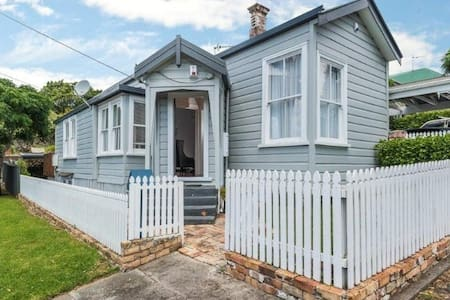 3 bdrm house at the foot of Mt Eden - Dom