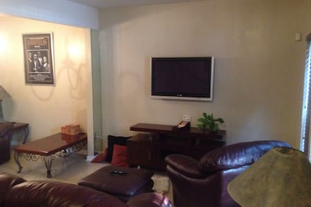 Great short but sweet room 2 - Glen Allen - House