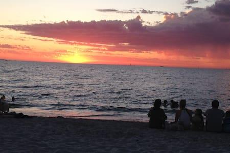 Beach & Fremantle Near By - Hamilton Hill - Rekkehus