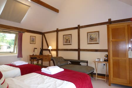 Lake Farm B&B, Pool Quay, Welshpool - Welshpool - Bed & Breakfast