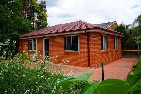 entire 3bedroom granny house+city bus@doorstep - Cherrybrook