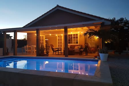 Cas Barbola, home with private pool - Oranjestad - Casa