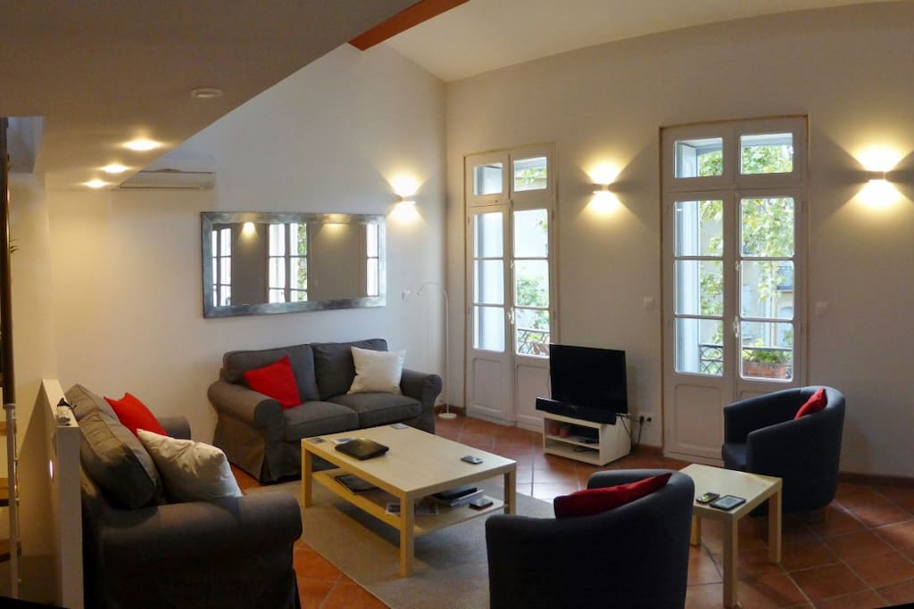 The living room is very light and airy with really comfortable seating for 6 at least.