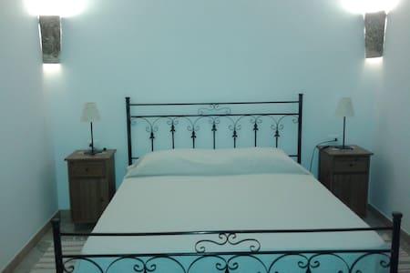 Accogliente camera matrimoniale  - Buseto Palizzolo - Bed & Breakfast