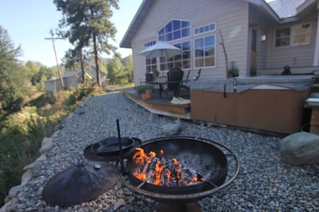 Custom home on the Methow River - 단독주택