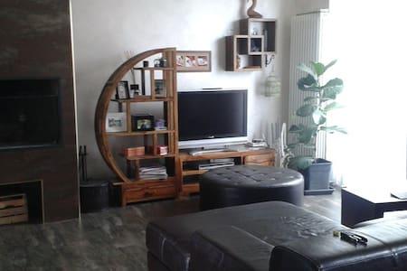 Bella camera mansarda con bagno - Brugherio - Villa