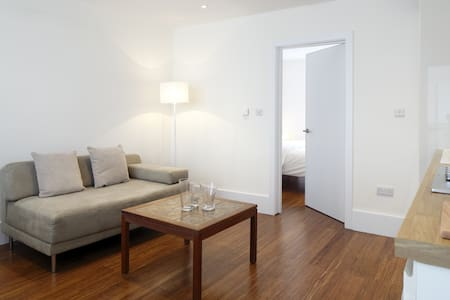 Modern, cosy & immaculately clean! - Apartment