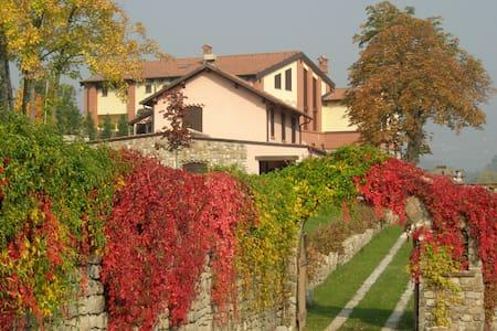 villa con giardino - Cantalupo Ligure - Villa