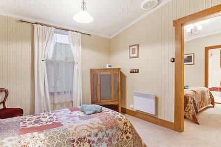 Room 5  Wonderland - Mole Creek - Pensione